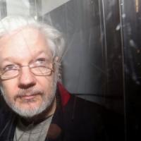 """L'offerta di Trump ad Assange: """"Grazia in cambio dello scagionamento della Russia nello..."""