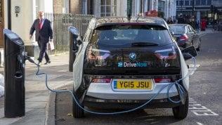 """Energia, allarme Authority: """"Per l'auto elettrica mancano le infrastrutture"""""""