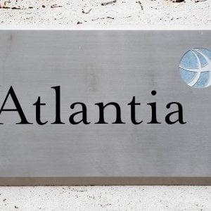 Atlantia in calo in Borsa sull'ultimatum del governo per la concessione di Autostrade