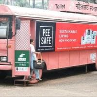 India, i vecchi autobus diventano toilette per sole donne