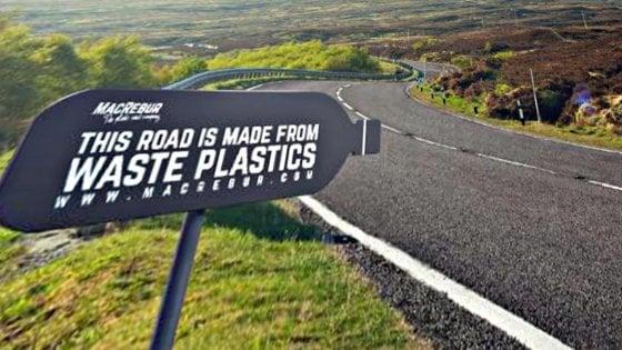 Addio buche, la strada è di plastica