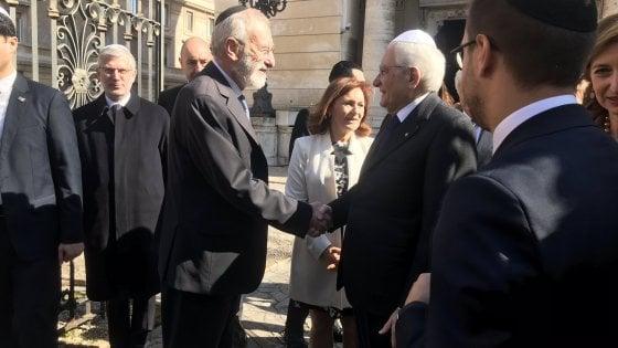"""Il presidente Mattarella in sinagoga: """"Da ebrei contributo altissimo alla storia d'Italia"""""""