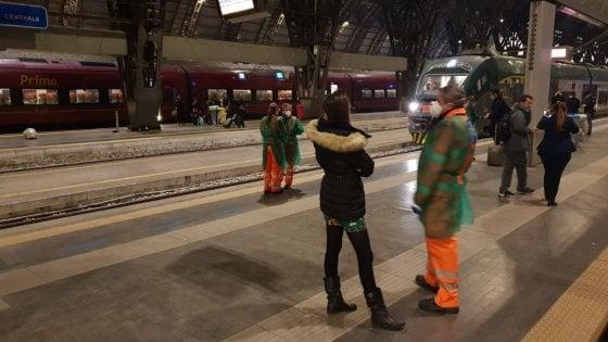 Coronavirus, due treni bloccati per ore a Lecce e a Milano p