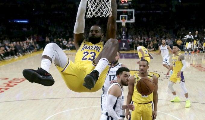 Basket, Nba: James e Davis trascinano i Lakers, Gallinari e Paul stendono Denver