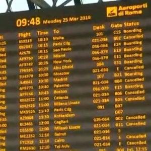 Trasporto aereo, i sindacati spostano al 2 aprile lo sciopero di domani