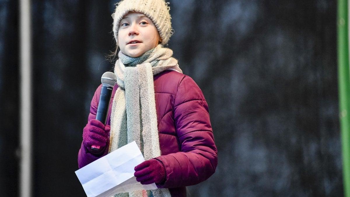 """Clima, famiglia Thunberg in un nuovo libro racconta l'infanzia di Greta. """"A 11 anni stava sparendo"""""""