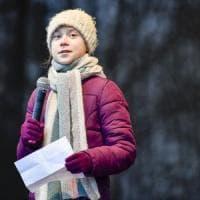 """Clima, famiglia Thunberg in un nuovo libro racconta l'infanzia di Greta. """"A 11 anni stava..."""