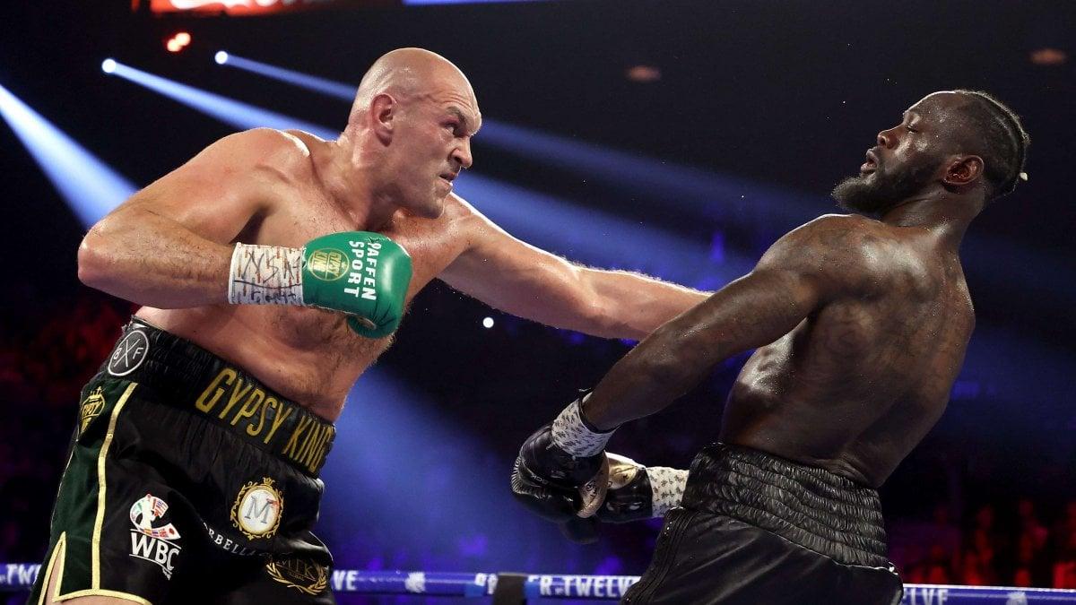 Boxe, Tyson Fury sconfigge Deontay Wilder e conquista il suo titolo