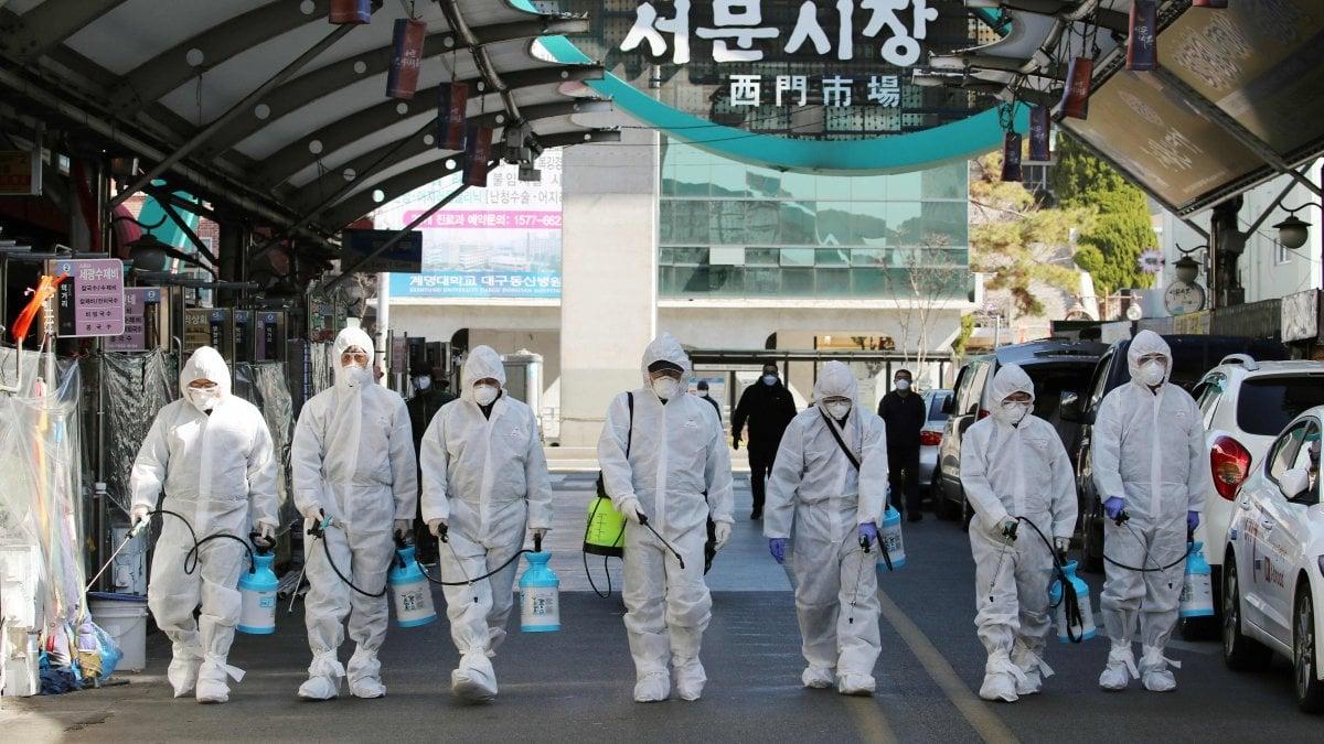 Coronavirus nel mondo: 78.766 contagiati, 2461 i morti. In Cina altre 97 vittime