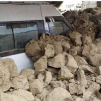 Iran, scossa di terremoto di magnitudo 5.7 al confine turco: morti e dispersi