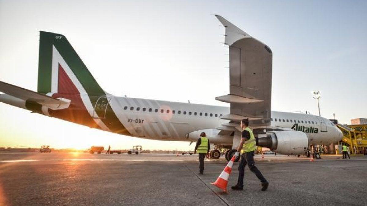 Coronavirus, passeggeri Alitalia bloccati a Mauritius: chi proviene da zone infette non entra