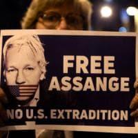 Londra, Julian Assange in tribunale per il processo di estradizione negli Usa