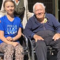 """Muore il nonno di Greta mentre l'attivista incontra Malala a Londra: """"Era l'uomo più..."""