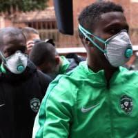 Paura coronavirus, il Ludogorets a Milano: giocatori con disinfettante e mascherina