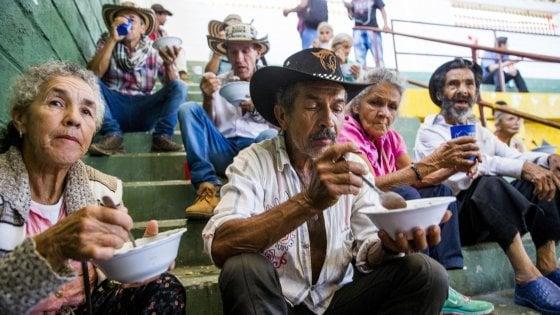 Colombia, la nuova guerra vinta dai narcotrafficanti: mezzadri e contadini lasciano le proprie terre