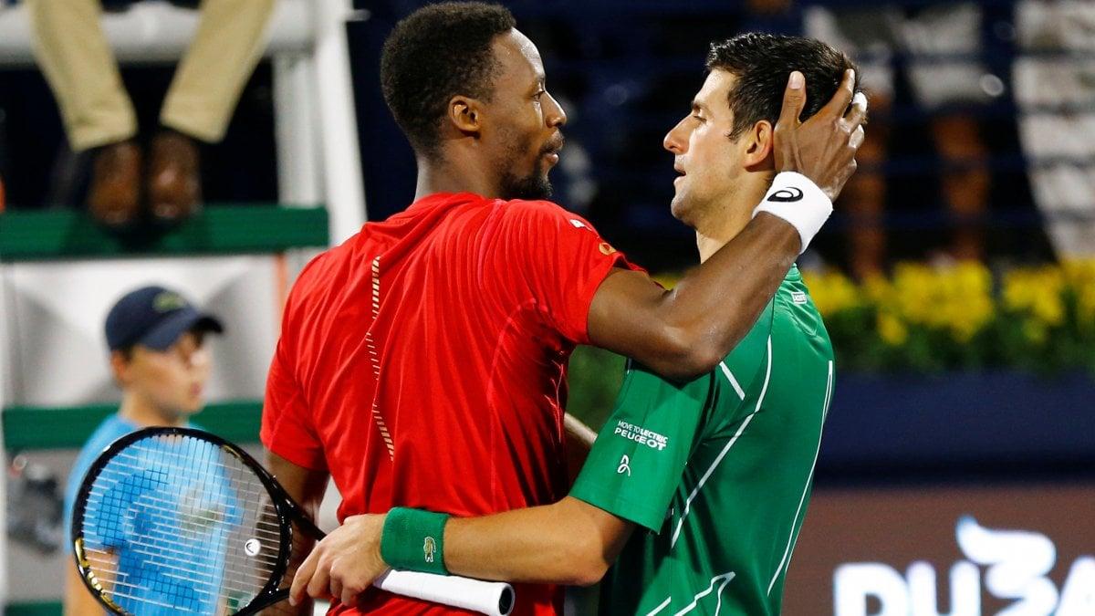 Tennis, Dubai: Djokovic si salva con Monfils, finale contro Tsitsipas