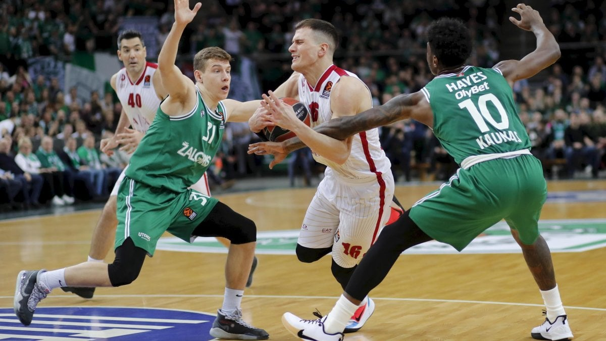 Basket, Eurolega: overtime fatale a Milano, il ko di Kaunas allontana i playoff