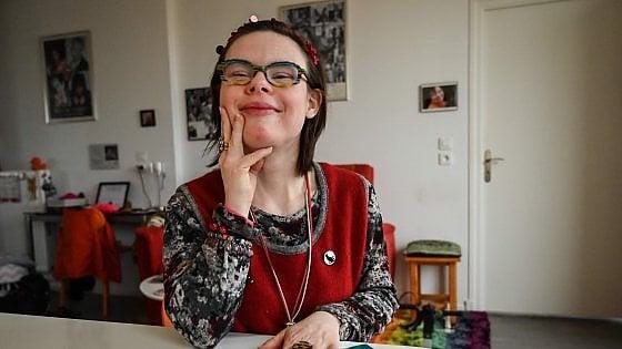 """Éléonore Laloux, la prima candidata con la sindrome di Down nella storia della Francia: """"Vorrei un mondo con più rispetto"""""""