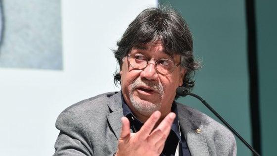 Coronavirus, contagiato Luis Sepúlveda: anche la moglie ricoverata in isolamento in Spagna