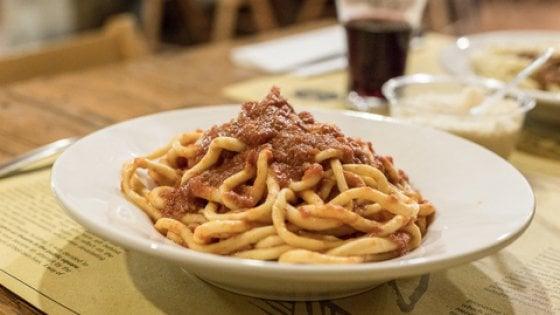 Pici, gli antenati etruschi degli spaghetti dal nome avvolto nel mistero