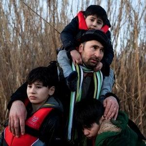 """La fuga dei profughi, Saviano: """"Questa è la Turchia di un criminale politico con cui l'Ue fa accordi"""""""