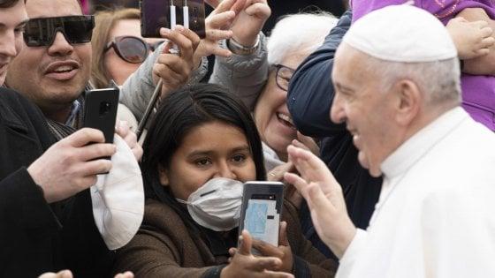 """Vaticano: """"Il Papa ha il raffreddore, senza sintomi di altre patologie"""""""