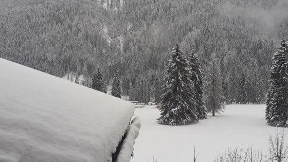 Maltempo: piogge e neve su tutta Italia. Troppa neve a Cortina: impianti di risalita bloccati