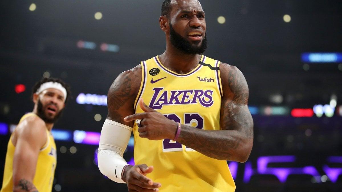 Basket, Nba: vincono Lakers e Clippers, cadono in casa Boston e Denver