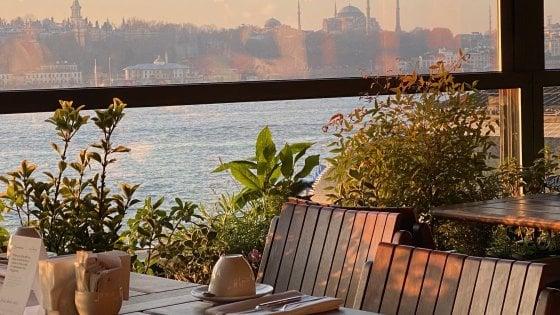 Istanbul a tutto gusto: gastronomia meticcia sui tetti del Bosforo