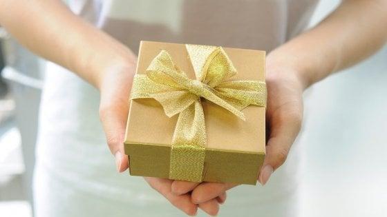 Essere generosi rende felici? Solo a breve termine