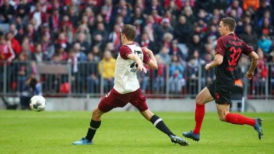 Germania, il Bayern batte l'Augsburg e piazza un altro allungo