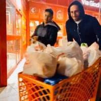 Coronavirus, assalto ai supermercati a Napoli: in fila anche Callejon, Llorente e Ospina