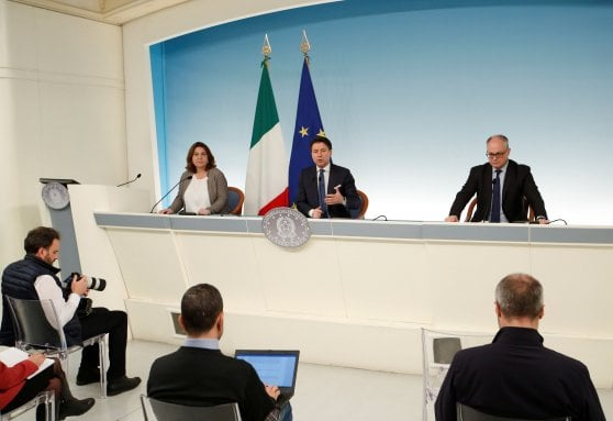 Catalfo, Conte e Gualtieri in conferenza stampa