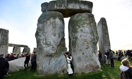 Basta ingorghi sull'autostrada davanti a Stonehenge. Un tunnel passerà sotto