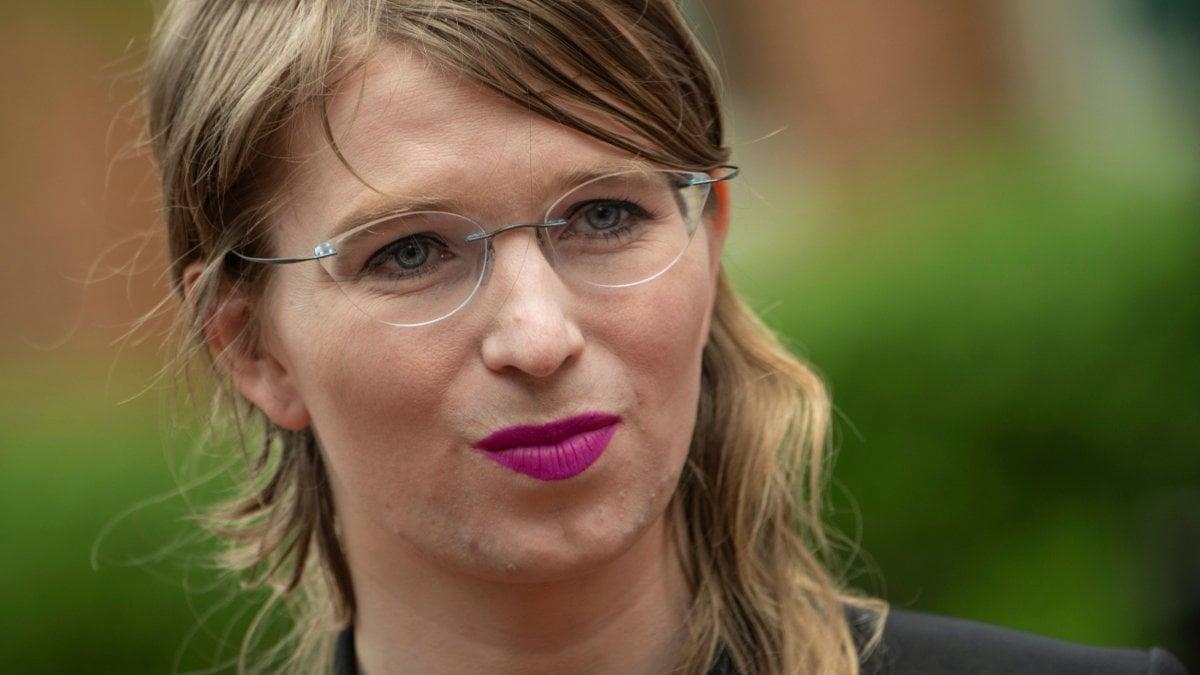 """Stati Uniti, Chelsea Manning tenta il suicidio in carcere: """"È stata trovata in tempo, le sue condizioni sono stabili"""""""