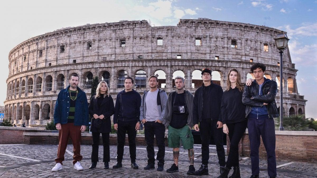 'Celebrity hunted', al via la caccia ai personaggi famosi: la fuga all'alba dal Colosseo