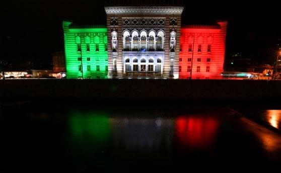 """Coronavirus, il mondo si tinge di tricolore: da Sarajevo alla Palestina, """"siamo tutti italiani"""""""
