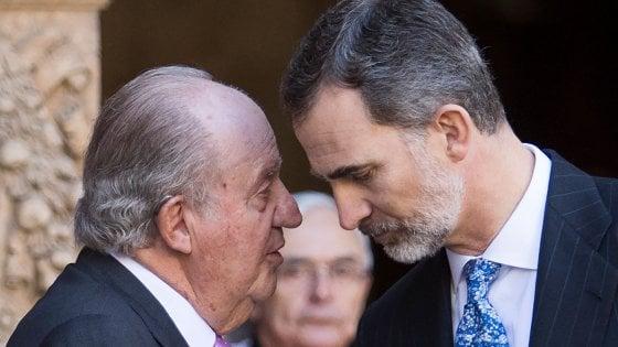 Spagna, re Felipe rompe con il padre Juan Carlos e rinuncia all'eredità
