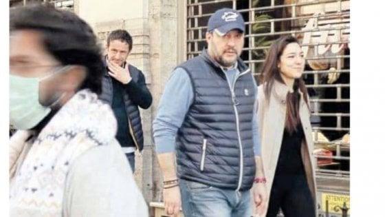 """Coronavirus, Salvini a spasso per Roma con la fidanzata. Mastella e il Pd lo attaccano. Lui: """"Ho diritto anche io a fare la spesa"""""""