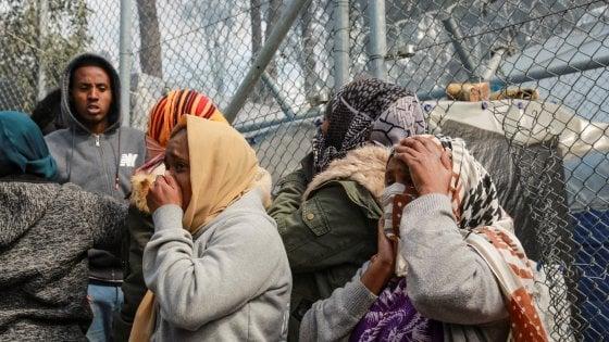 Lesbo, incendio nel campo profughi: morta una bimba di sei anni