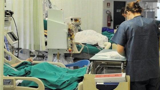 """Coronavirus, la Laurea in Medicina diventa abilitante. Manfredi: """"Così subito 10 mila medici per il Ssn"""""""