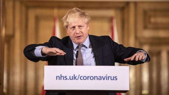 """Coronavirus, aumentati i contagi nel Regno Unito. Johnson a parole fa marcia indietro """"Ora misure draconiane"""""""