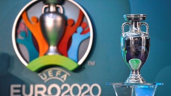 Coronavirus, è ufficiale: l'Uefa rinvia gli Europei al 2021