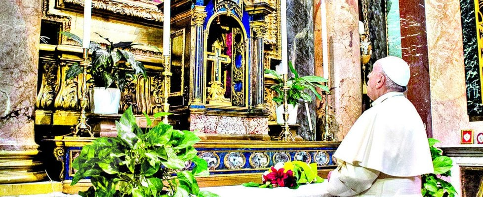 """Coronavirus, Pape François: """"Ne gâchez pas ces jours difficiles. À la maison redécouvrez les petits gestes: baisers et caresses pour enfants et parents"""""""