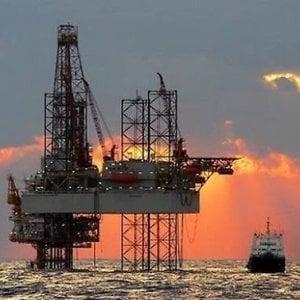 Eni rivede al ribasso i suoi obiettivi dopo il crollo del petrolio