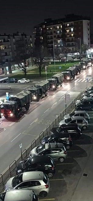 Bergamo, non c'è più posto: 70 mezzi militari portano le salme fuori dalla regione