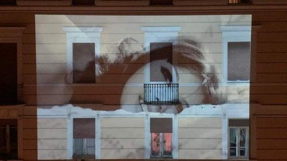Il cinema da casa partito da Roma ora in tutto il mondo: sui muri Moretti, Totò, Anna Magnani