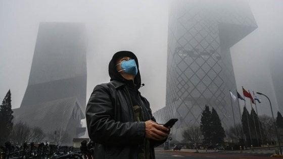 Coronavirus, lo smog accelera il contagio? Non è vero, anzi sì