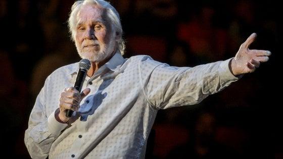 Morto a 81 anni Kenny Rogers, icona della musica country