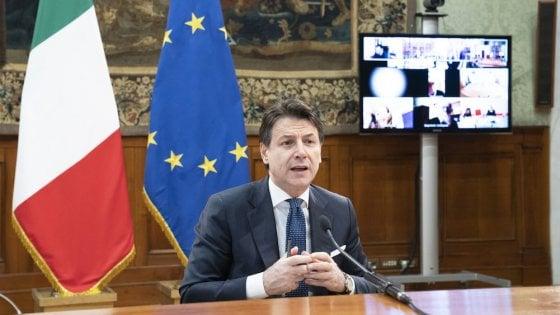 Il premier Giuseppe Conte nell'ultimo incontro in videoconferenza con i sindacati